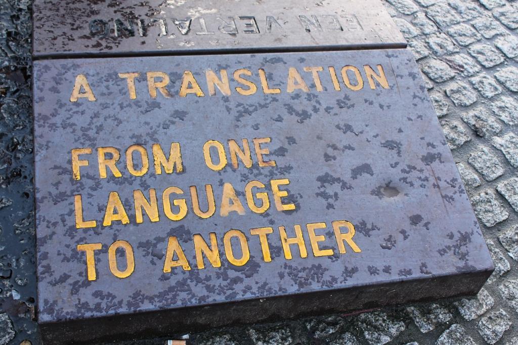 El traductor trabaja con la palabra escrita.