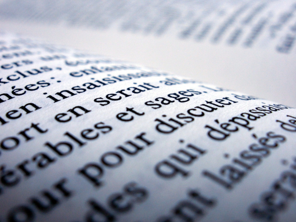 El francés es una lengua romance descendiente del latín.