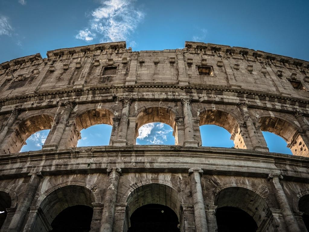 Los romanos tradujeron la mayoría de la literatura griega al latín.