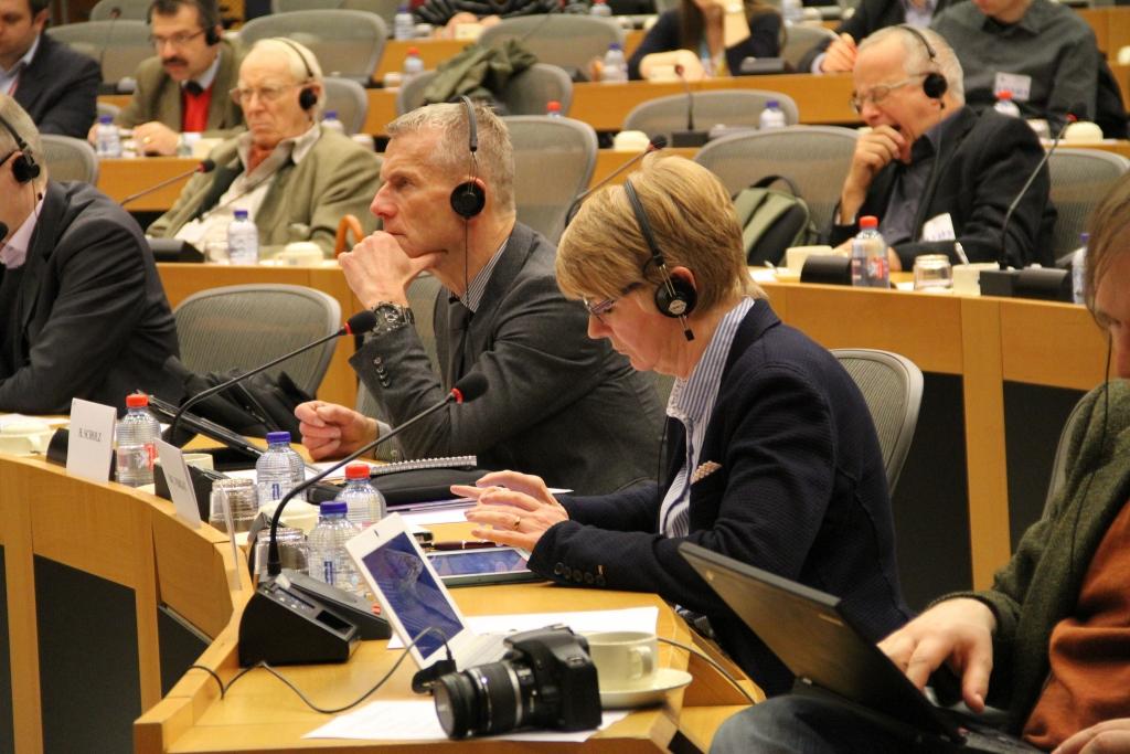 Los intérpretes de guerra son esenciales durante las guerras y en las conferencias de paz.