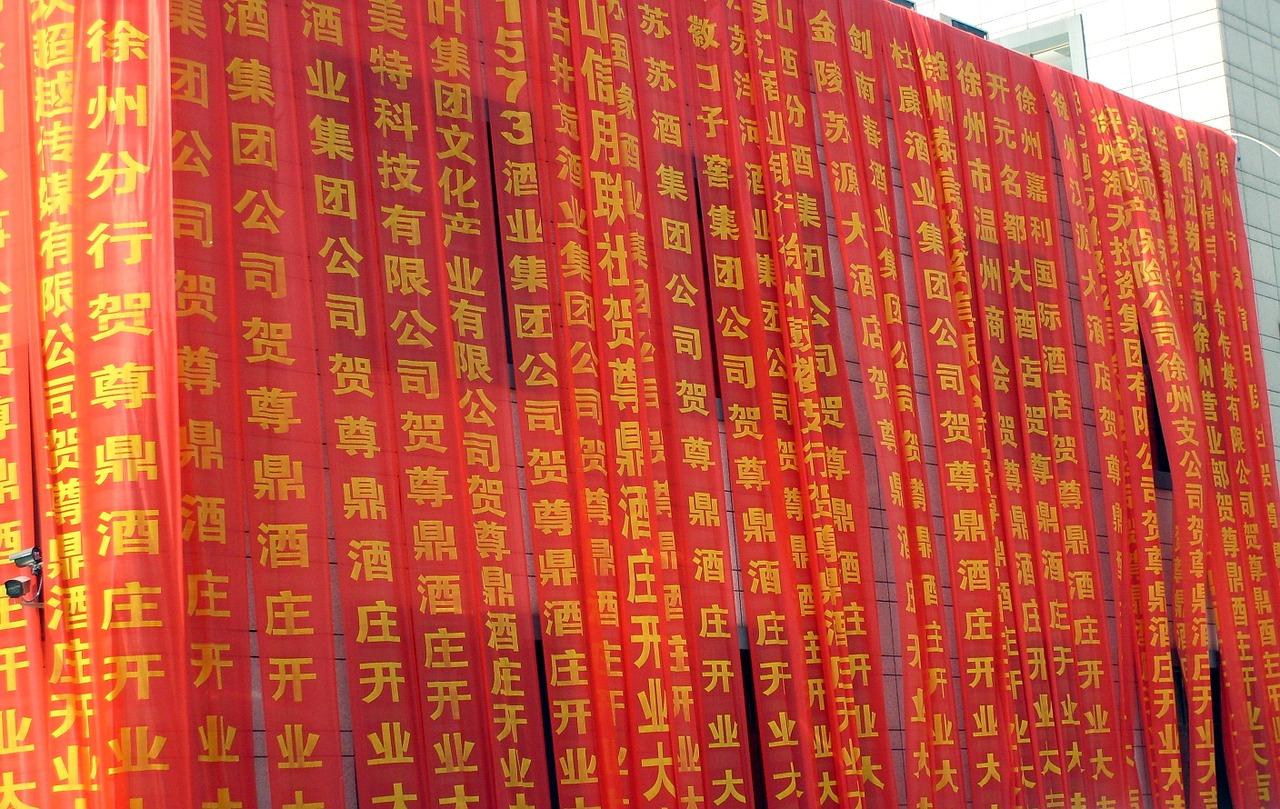 El chino se escribe con dibujos y existen decenas de miles de caracteres que los traductores e intérpretes de chino conocen.
